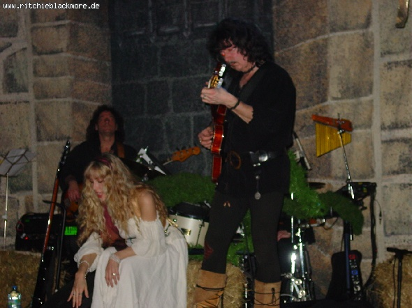 http://ritchieblackmore.de/gallery/cache/vs_2002_bn-2002-berlin-0006-jpg.jpg
